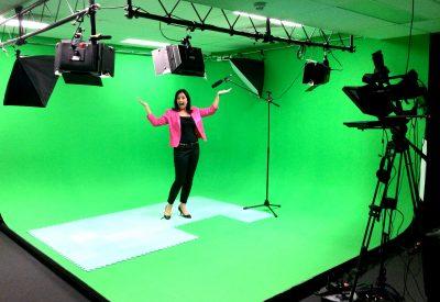 Alicia Menkveld recording videos